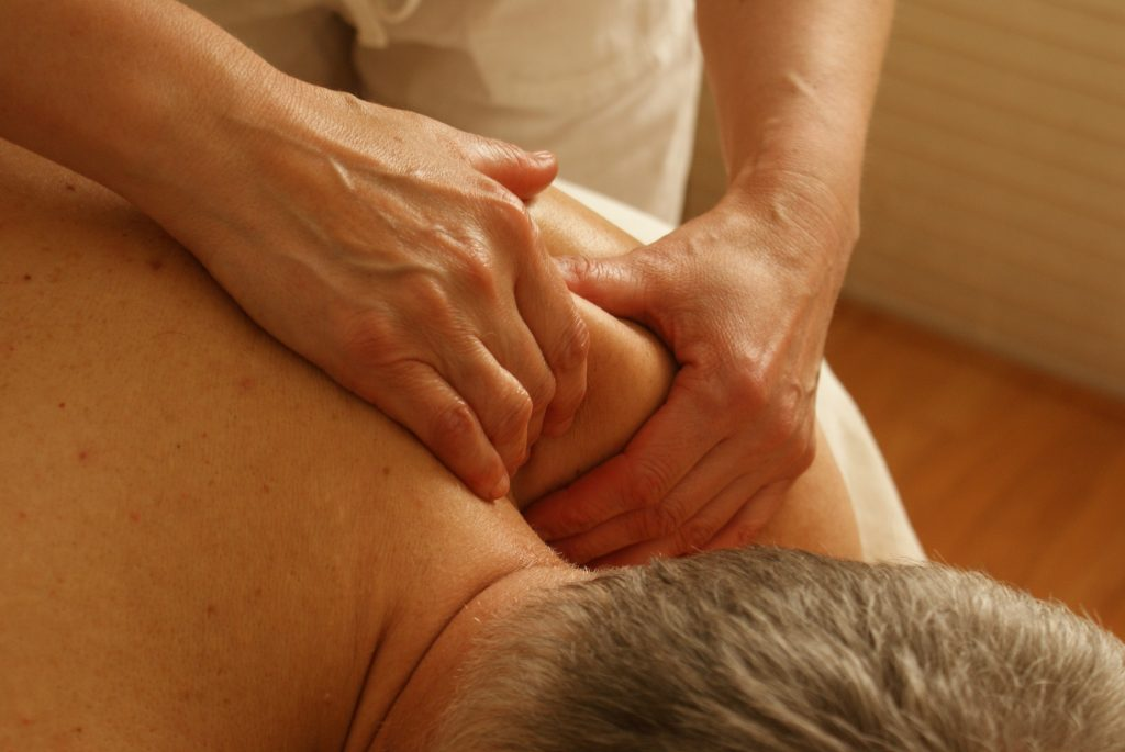 chiropractor for frozen shoulder